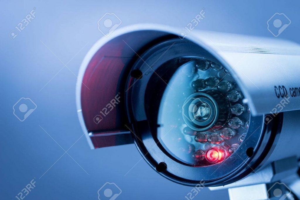 41840198-cámaras-de-seguridad-cctv-en-edificio-de-oficinas